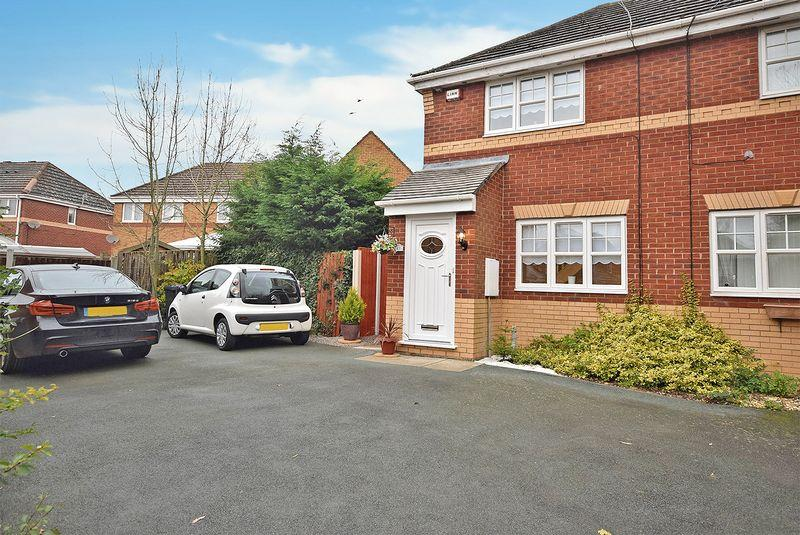 2 Bedrooms Semi Detached House for sale in Keats Close, Widnes