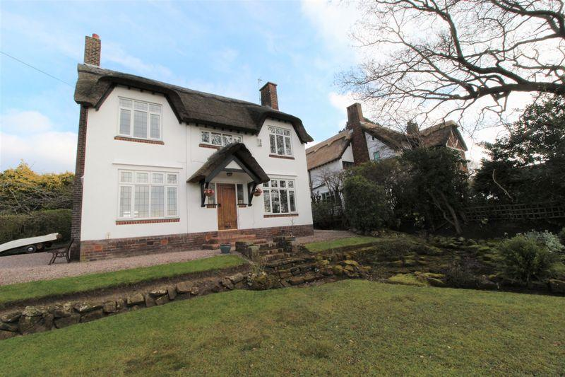3 Bedrooms Detached House for sale in Farr Hall Drive, Lower Heswall