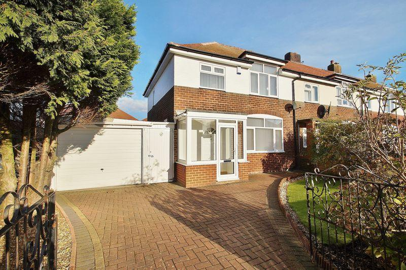 3 Bedrooms Semi Detached House for sale in The Causeway, Southport