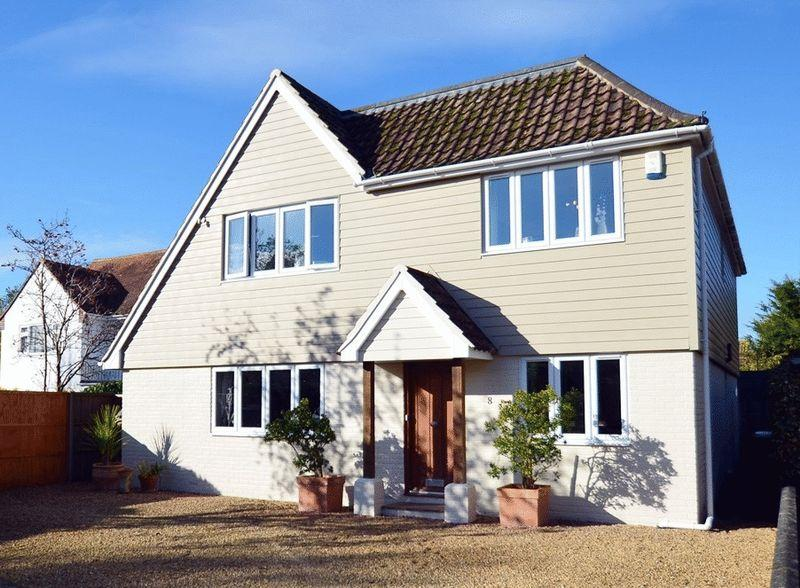 5 Bedrooms Detached House for sale in A superb four/five bedroom detached family home on the private gated Aldwick Bay Estate.