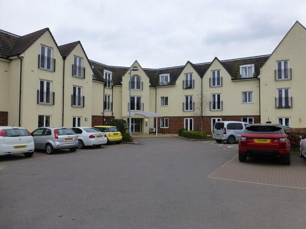 2 Bedrooms Apartment Flat for sale in Swallows Meadow, Shirley