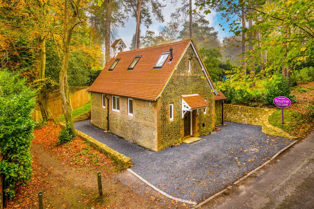 1 Bedroom Detached House for sale in Old Compton Lane, Farnham