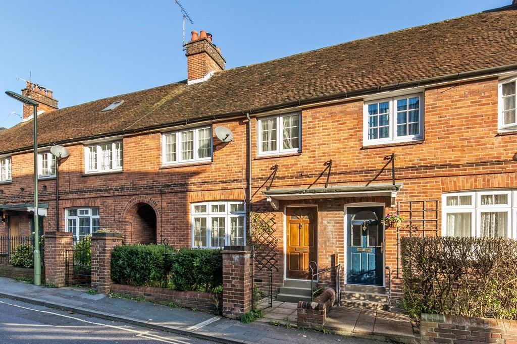 3 Bedrooms Terraced House for sale in Swan Lane, Hyde, Winchester, SO23