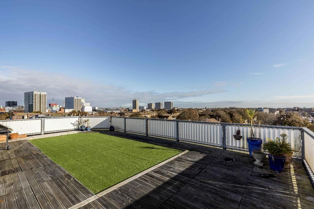 2 Bedrooms Penthouse Flat for sale in Kings Road, Southsea