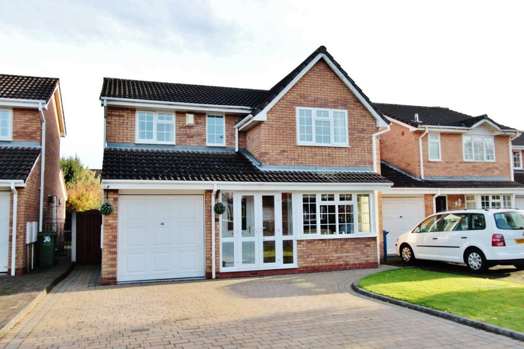 4 Bedrooms Detached House for sale in Cornwall Avenue, Fazeley