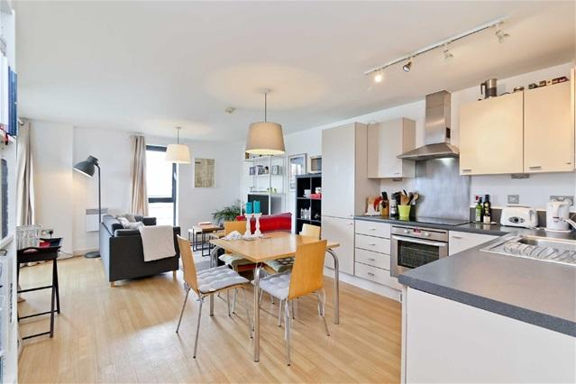 2 Bedrooms Flat for sale in Oliver Road, Leyton
