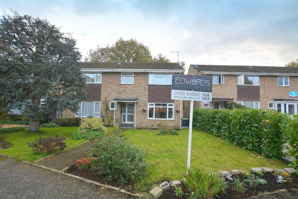 3 Bedrooms Semi Detached House for sale in Stirrup Close, Wimborne