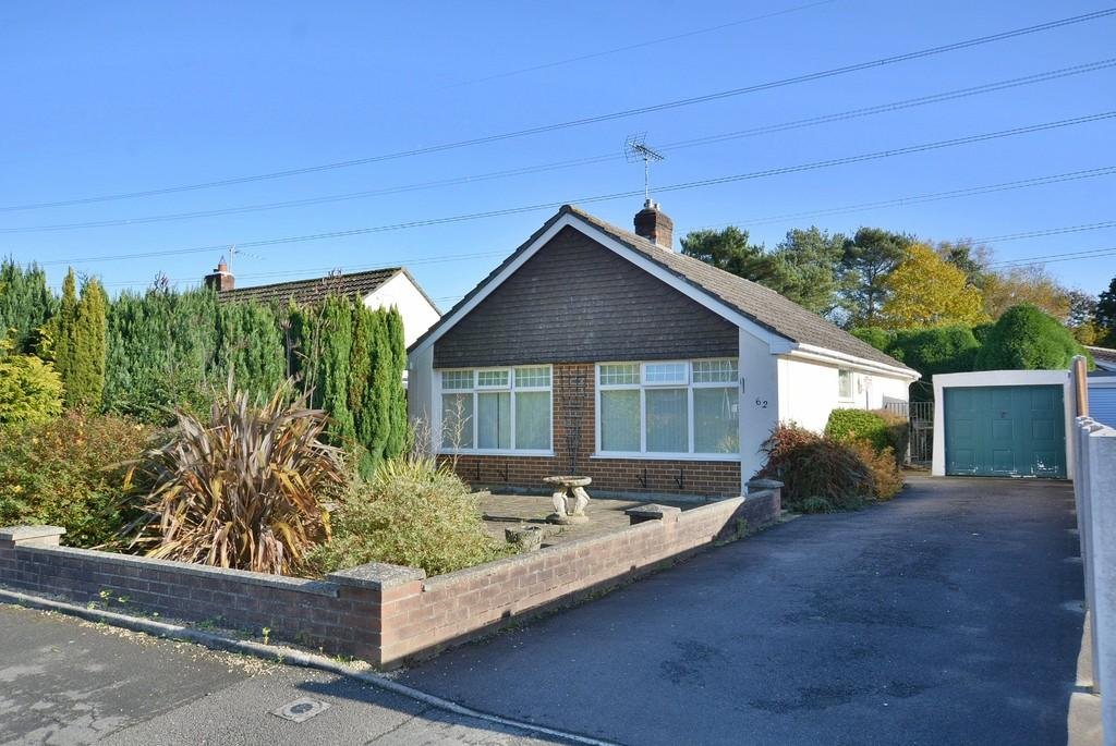 2 Bedrooms Detached Bungalow for sale in Woodlinken Close, Verwood