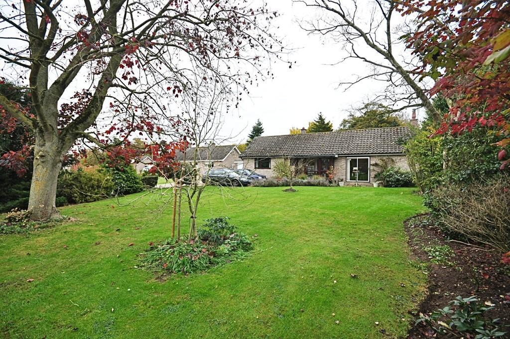 3 Bedrooms Detached Bungalow for sale in Church Close, Hoxne