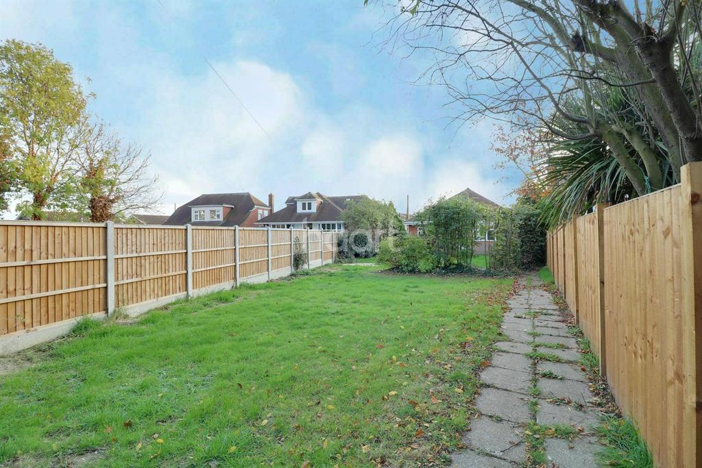 2 Bedrooms Bungalow for sale in Rayleigh Road, Eastwood