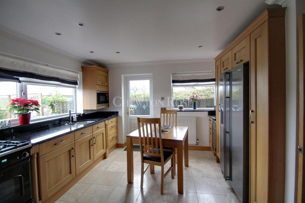 4 Bedrooms Detached House for sale in Llanwern Newport