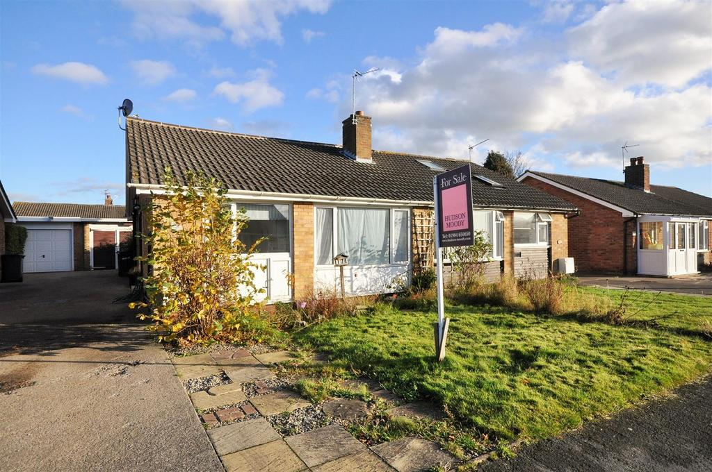 3 Bedrooms Semi Detached Bungalow for sale in Montague Road, Bishopthorpe, York, YO23 2SP