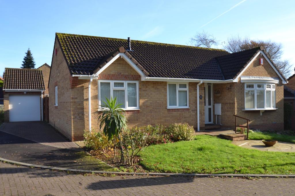 3 Bedrooms Bungalow for sale in Parklands, Roundswell