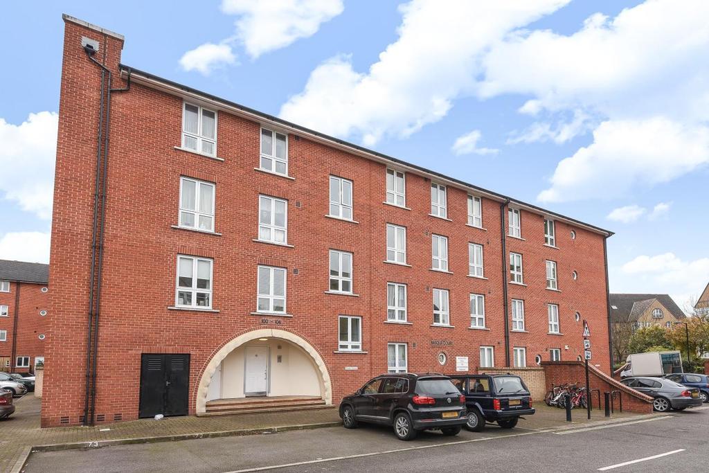 2 Bedrooms Flat for sale in Garter Way, Surrey Quays