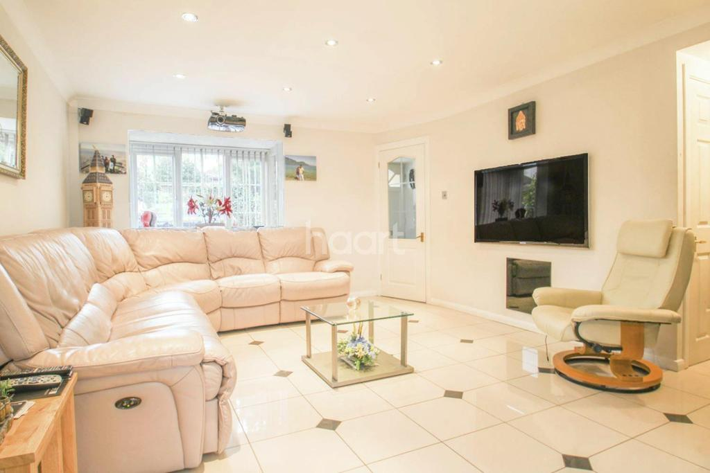 5 Bedrooms Detached House for sale in Chelsea Close, Worcester Park, KT4