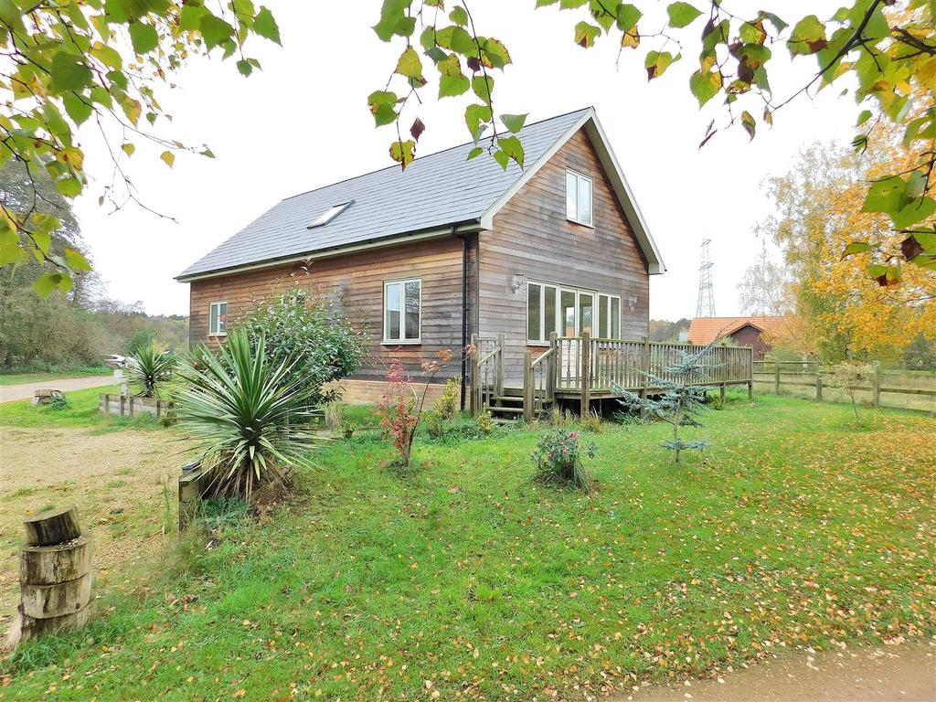3 Bedrooms Chalet House for sale in Common Road, Pentney, King's Lynn