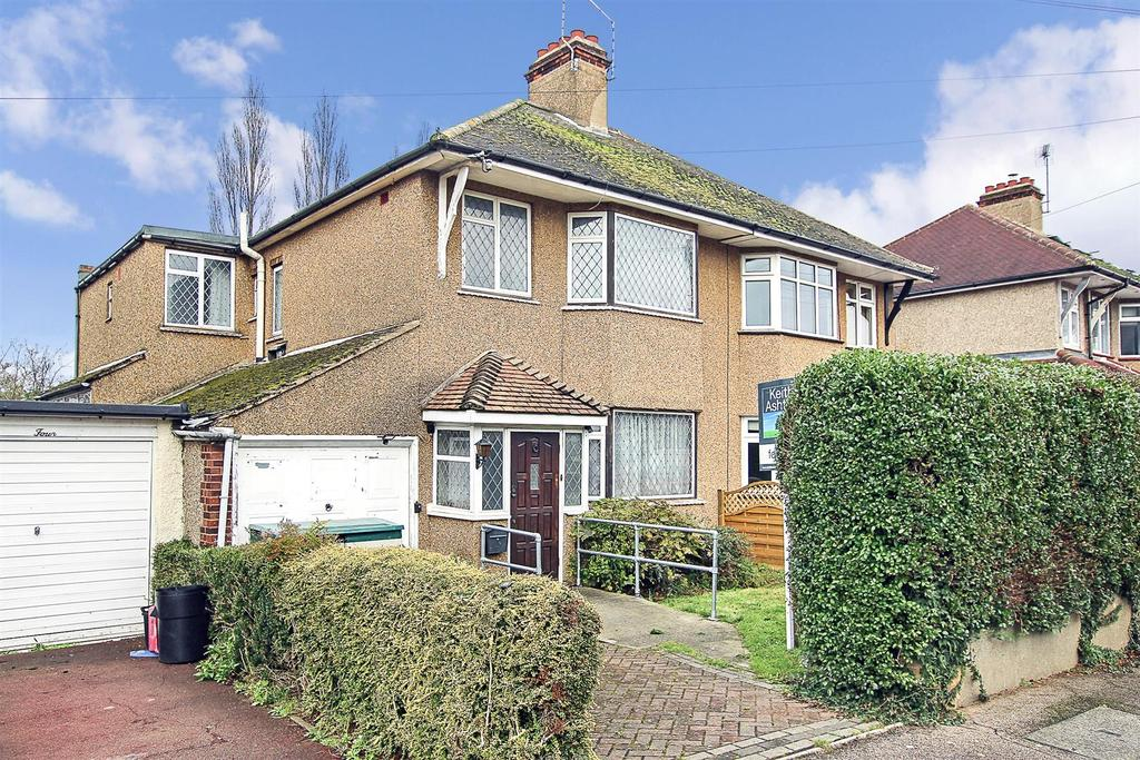 4 Bedrooms Semi Detached House for sale in Westbourne Drive, Brentwood