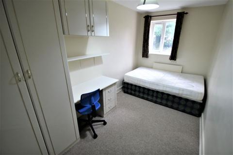 3 bedroom apartment to rent - Pennington Court, Woodhouse, Leeds, LS6 2RW