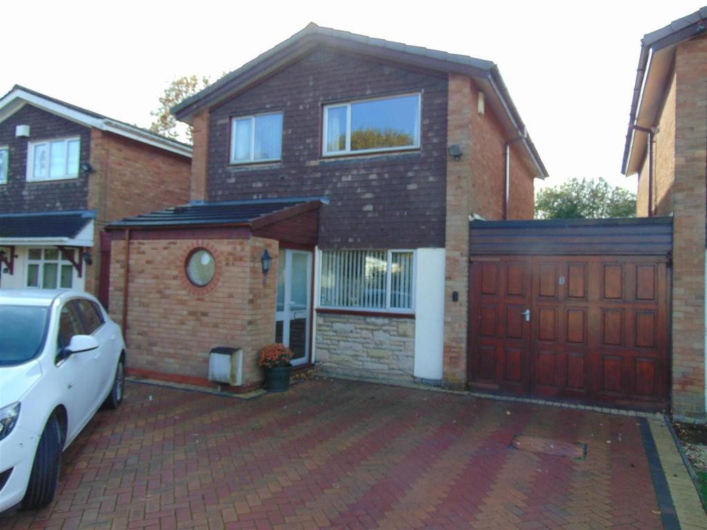 3 Bedrooms Link Detached House for sale in Laburnum Close, Pelsall