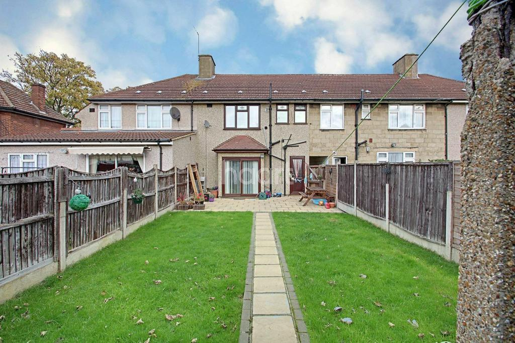 3 Bedrooms Terraced House for sale in Fuller Road, Dagenham