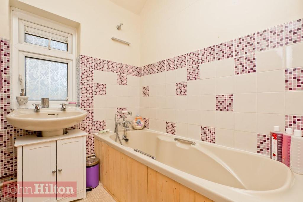 779. Bathroom 1.JPG