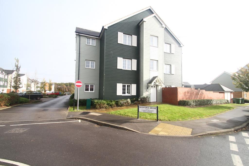 2 Bedrooms Flat for rent in Lynn Crescent, Titchfeld, Fareham PO14