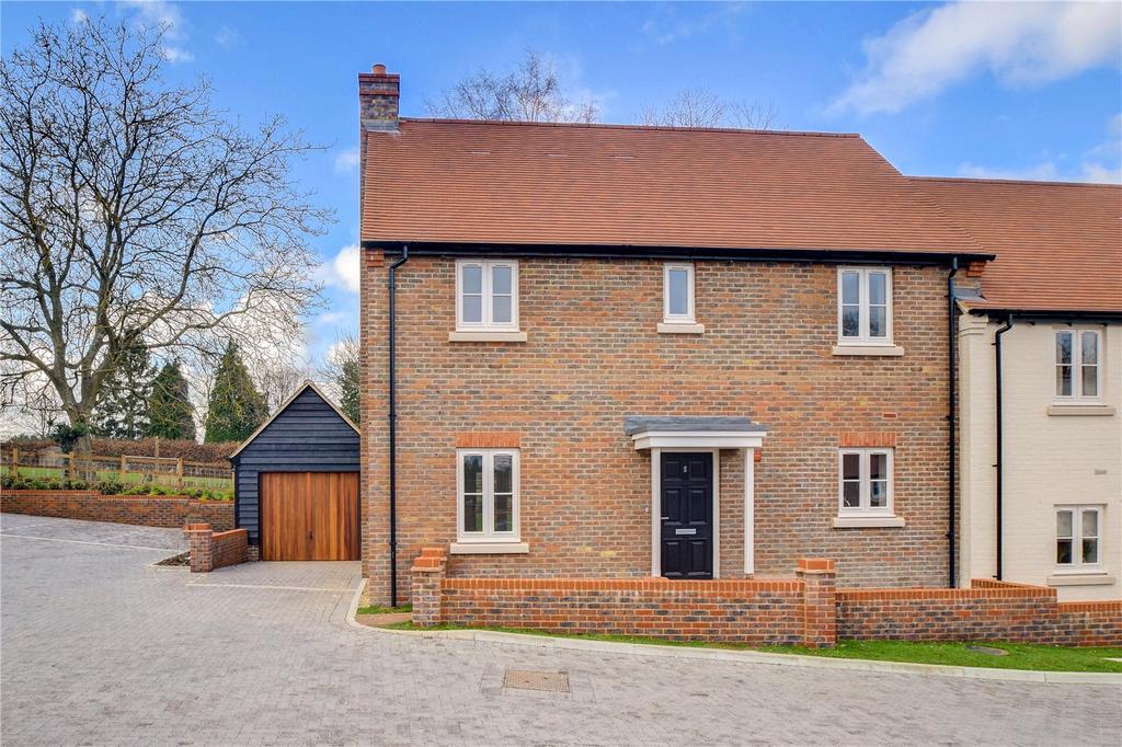 3 Bedrooms Semi Detached House for sale in Millers Brook, Farnham Road, Sheet, Petersfield