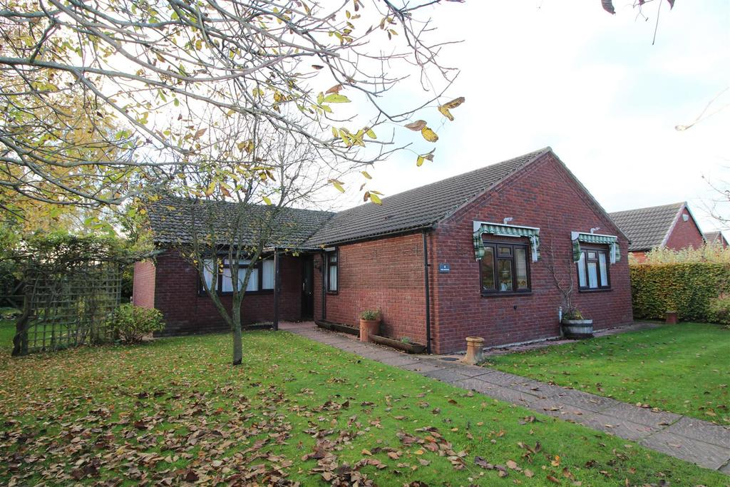 4 Bedrooms Detached Bungalow for sale in Cedar Close, Wem, Shropshire