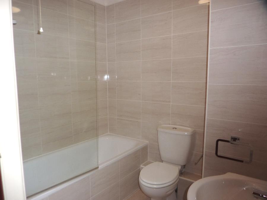 10 Fir Lodge Court, Northallerton   Bath Shower ro