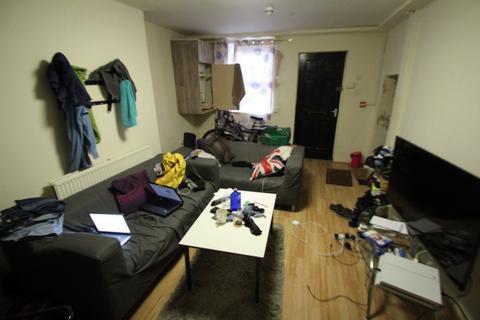 3 bedroom terraced house to rent - Royal Park Terrace, Hyde Park, Leeds, LS6 1AH