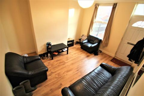 2 bedroom house to rent - Ebor Place, Hyde Park, LS6 1NR