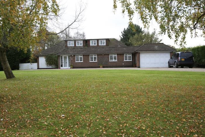 4 Bedrooms Detached House for sale in GREENSTED ROAD, ONGAR CM5