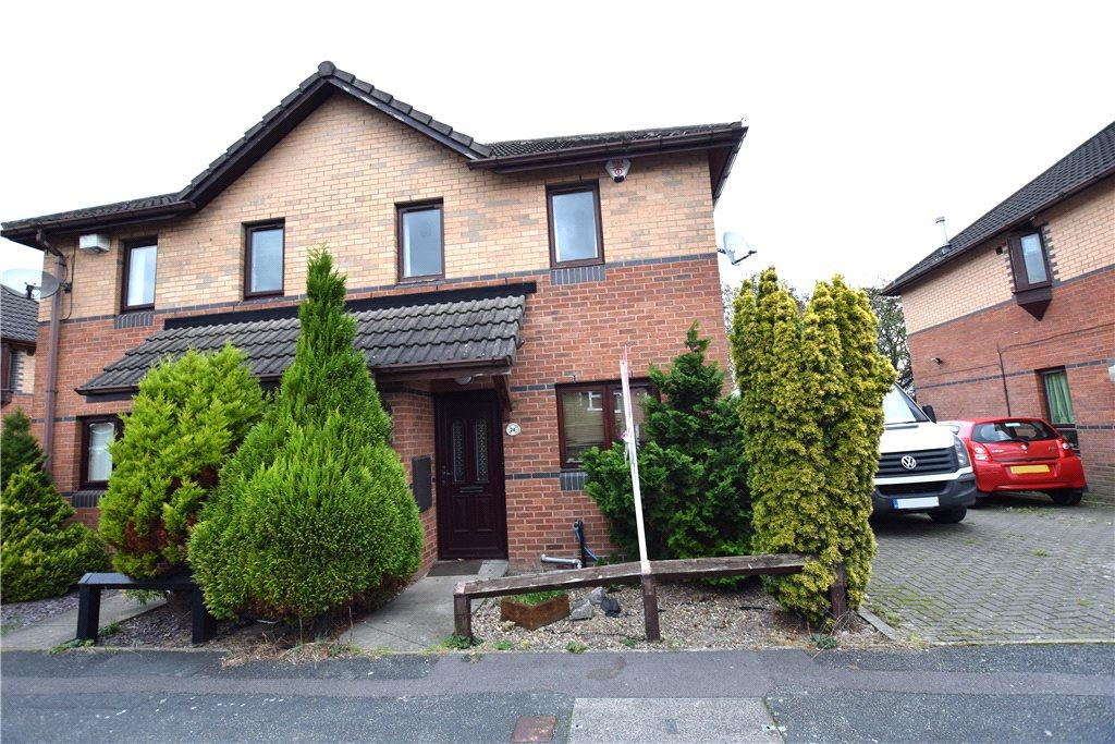 3 Bedrooms Semi Detached House for sale in Stonecliffe Drive, Leeds