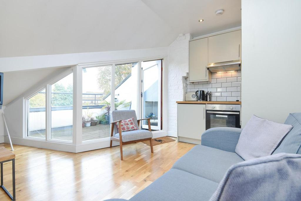 3 Bedrooms Flat for sale in Trinity Road, Wood Green