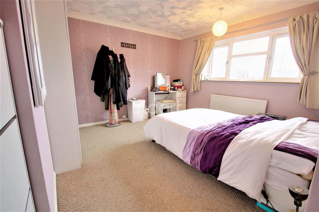3 Bedrooms Terraced House for sale in Monkwick Avenue, Colchester