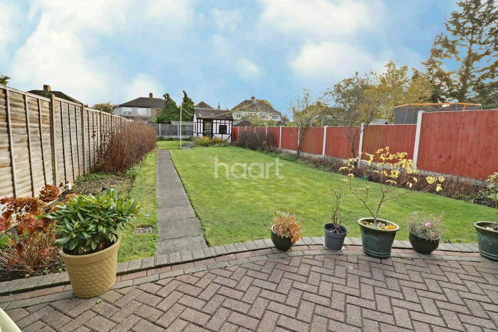 3 Bedrooms Semi Detached House for sale in Beauly Way, Rise Park, RM1