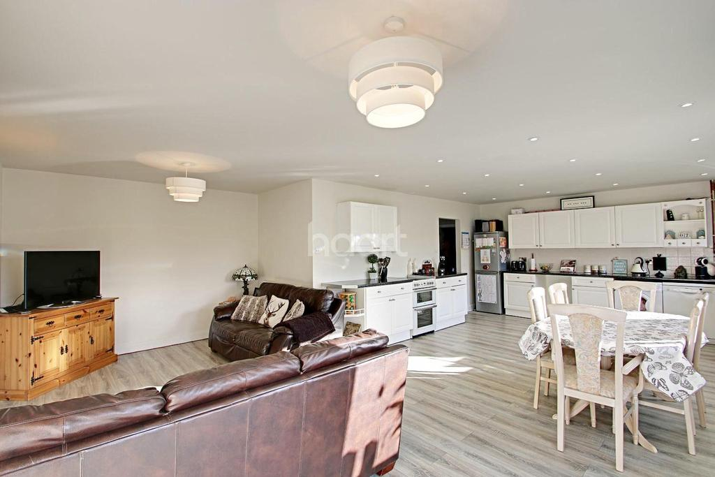 4 Bedrooms Bungalow for sale in Great Bromley
