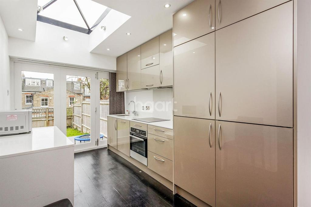 3 Bedrooms Terraced House for sale in Bassingham Road, Earlsfield, SW18