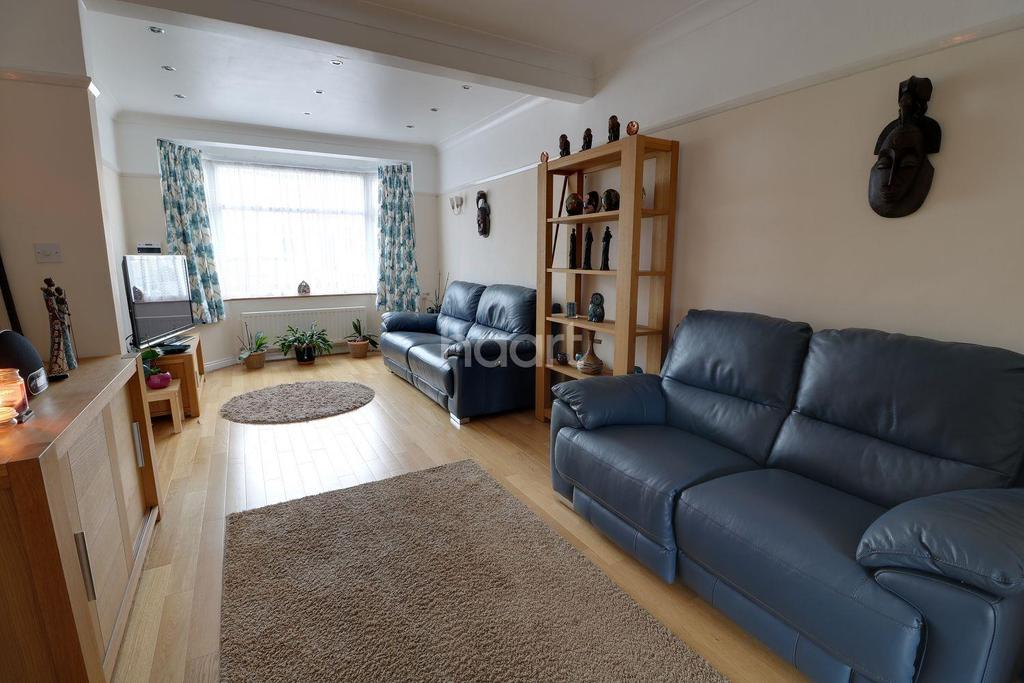 3 Bedrooms Terraced House for sale in Cowland Avenue, Enfiled, EN3