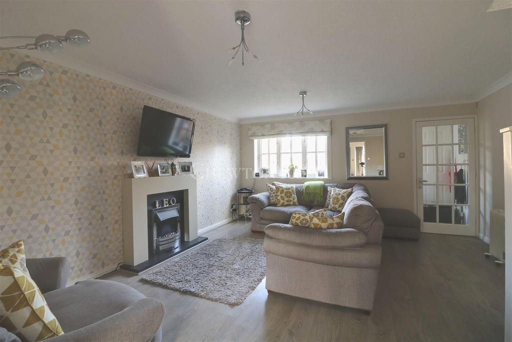 3 Bedrooms Semi Detached House for sale in Marston Moretaine