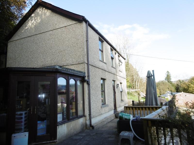 4 Bedrooms Detached House for sale in Davies Road, Pontardawe, Swansea..