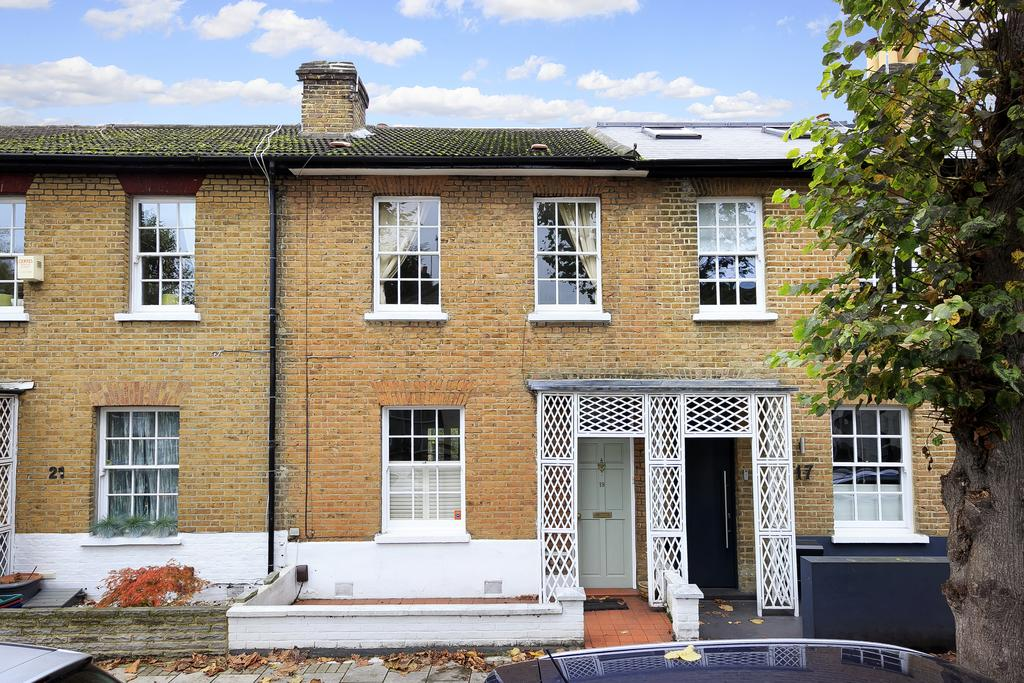 2 Bedrooms House for sale in Sutherland Road, London