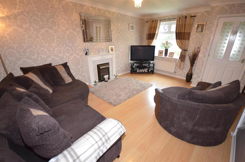 3 Bedrooms Semi Detached House for sale in Kelsey Close, Eccleston
