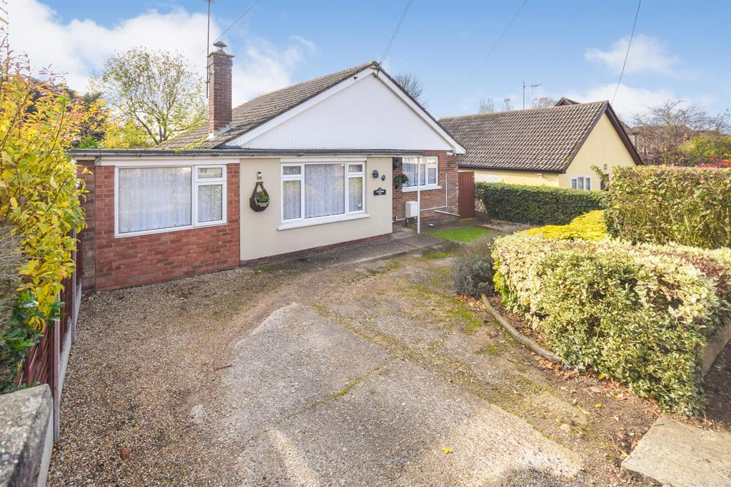 3 Bedrooms Bungalow for sale in Station Road, Tiptree