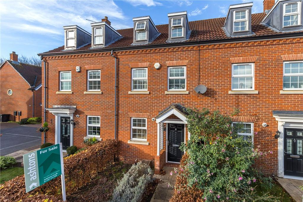 3 Bedrooms Terraced House for sale in Tubbs Croft, Welwyn Garden City, Hertfordshire