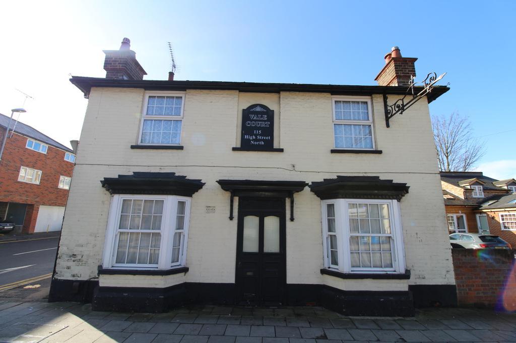 2 Bedrooms Maisonette Flat for sale in Vale Court, Dunstable