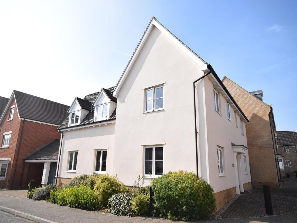 4 Bedrooms Detached House for sale in Tomlinson Road, Great Dunmow, Essex, CM6