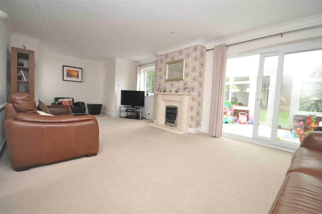 4 Bedrooms Detached House for sale in Hutton Village, Brentwood