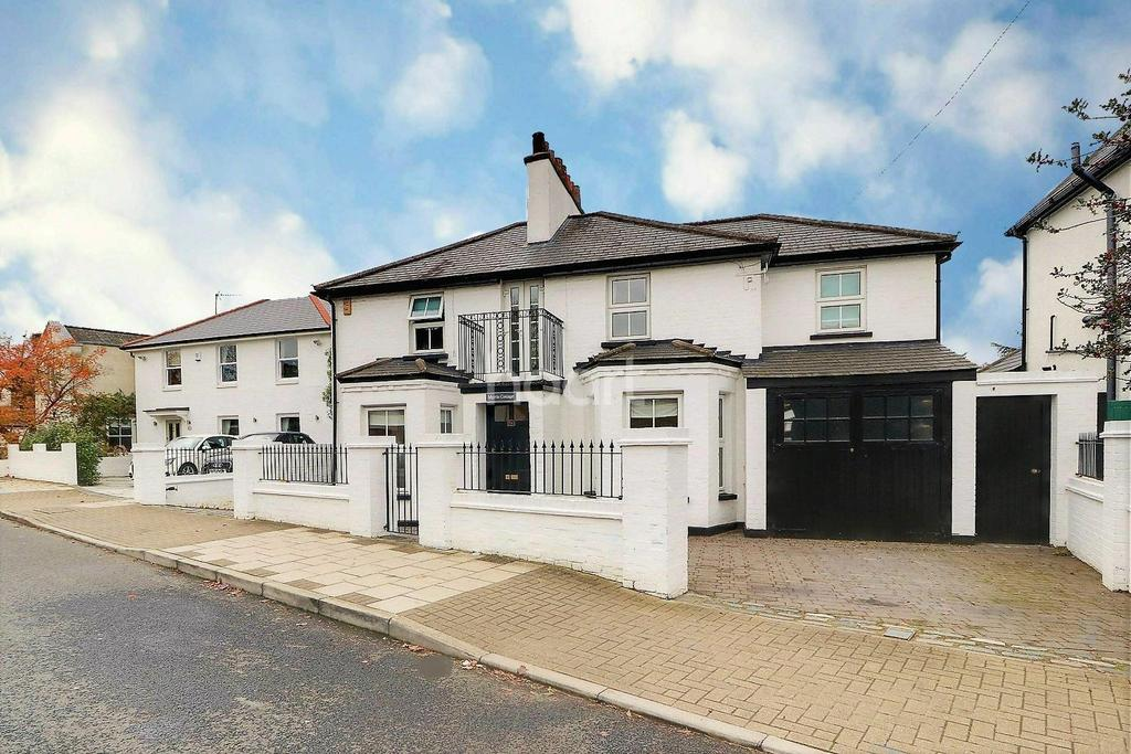 4 Bedrooms Detached House for sale in Gravel Road, Keston, Bromley