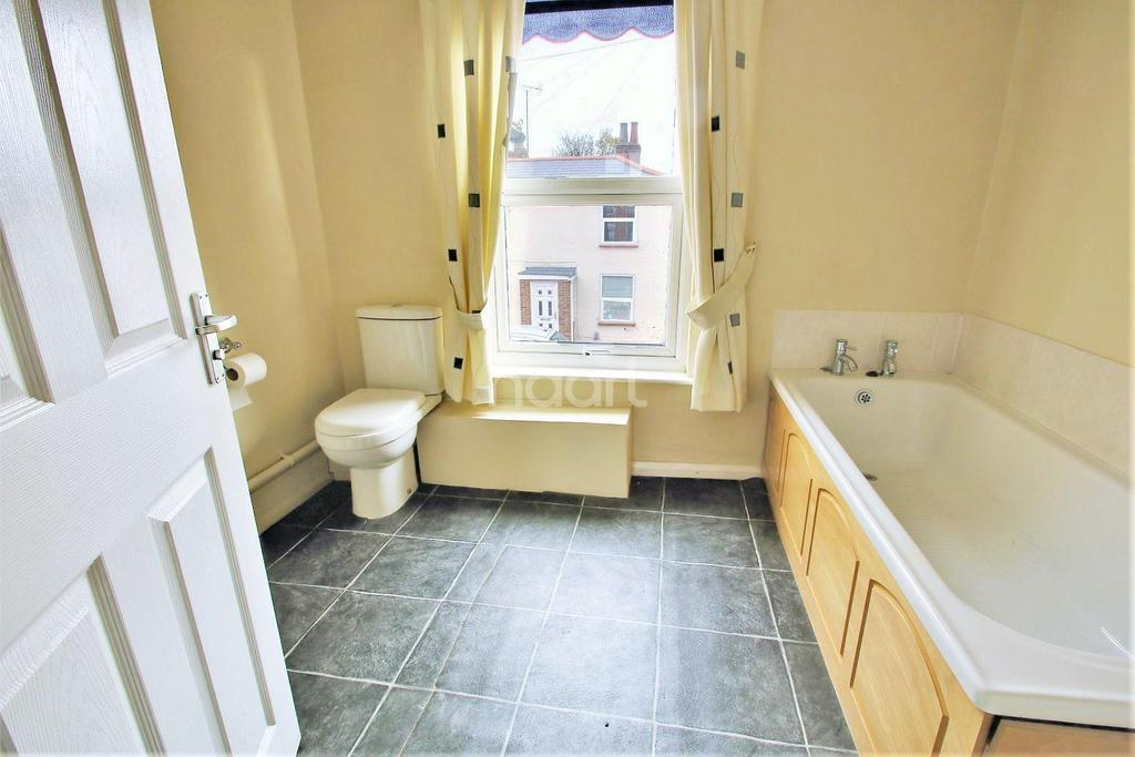 2 Bedrooms Terraced House for sale in Artillery Street, Colchester.